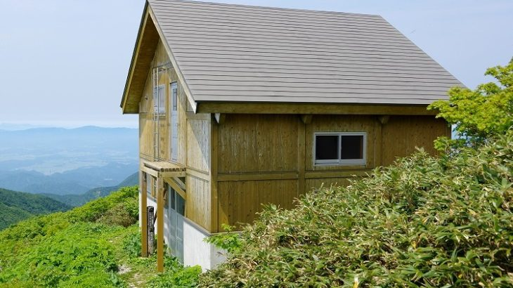 神室山避難小屋