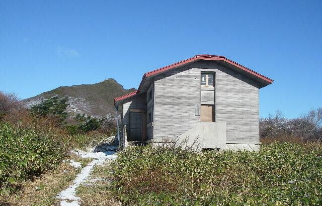 八方平避難小屋