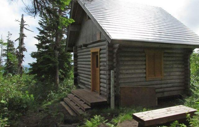 三岩岳避難小屋